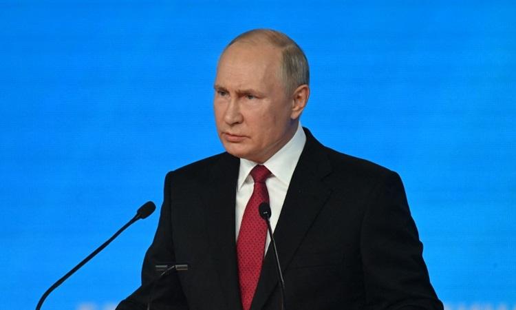 Tổng thống Nga Vladimir Putin phát biểu tại hội nghị đảng cầm quyền Nước Nga Thống nhất ở Moskva hôm 24/8. Ảnh: AFP.