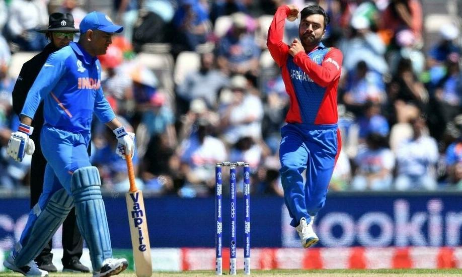 Rashid Khan (phải), ngôi sao bóng gậy người Afghanistan. Ảnh: AFP
