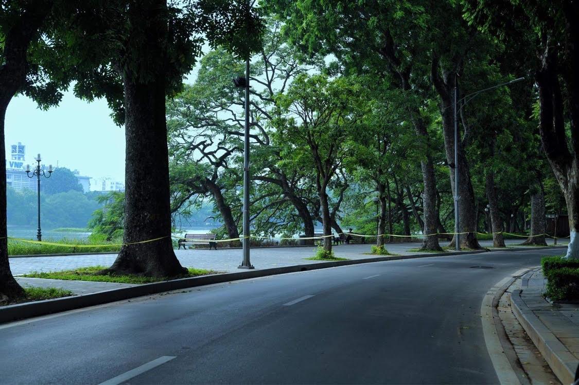 Khu vực Hồ Gươm vắng vẻ trong những ngày Hà Nội giãn cách xã hội theo Chỉ thị 16, sáng 2/9. Ảnh: Ngọc Thành