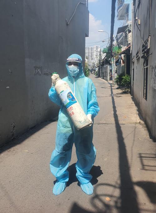 Đăng trong một lần hỗ trợ oxy cho F0 ở quận 7. Ảnh: Nhân vật cung cấp