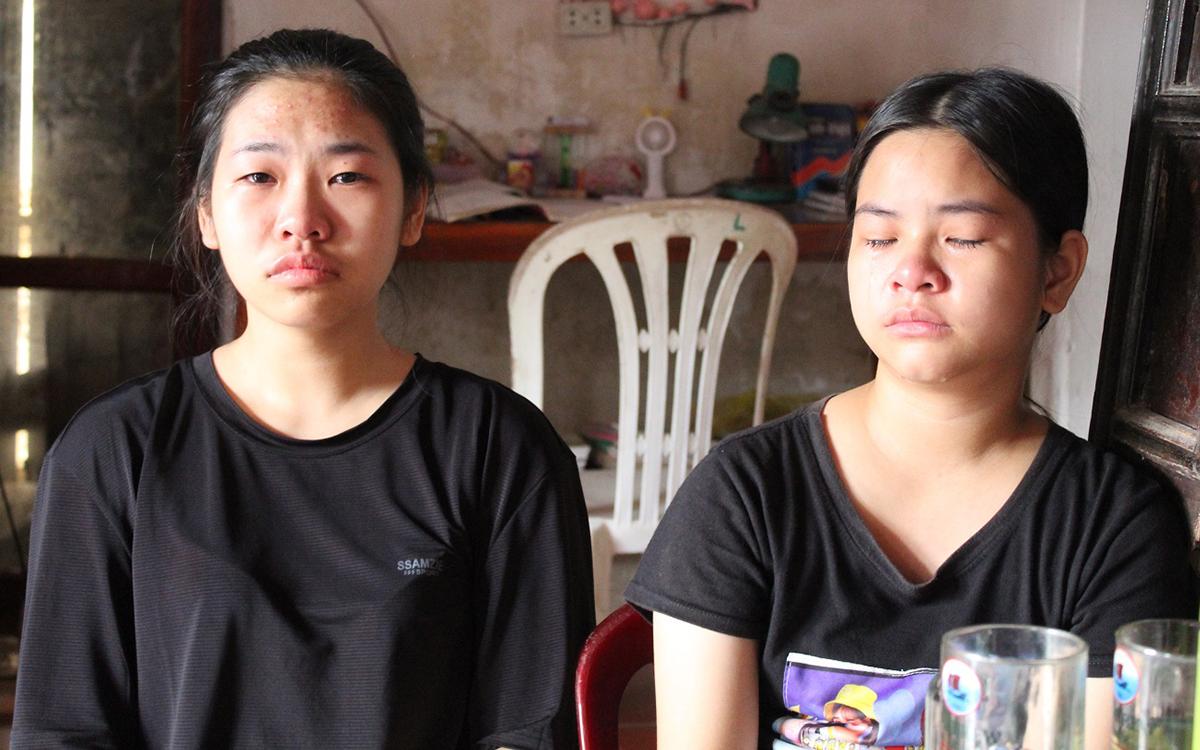Khiêm và em gái còn trẻ thơ đã phải chịu cảnh mất người thân. Ảnh: Hoằng Lộc.