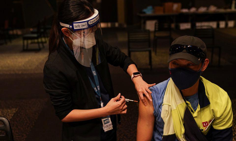 Một điểm tiêm chủng ở thành phố Sydney, Australia hôm 25/8. Ảnh: Reuters.
