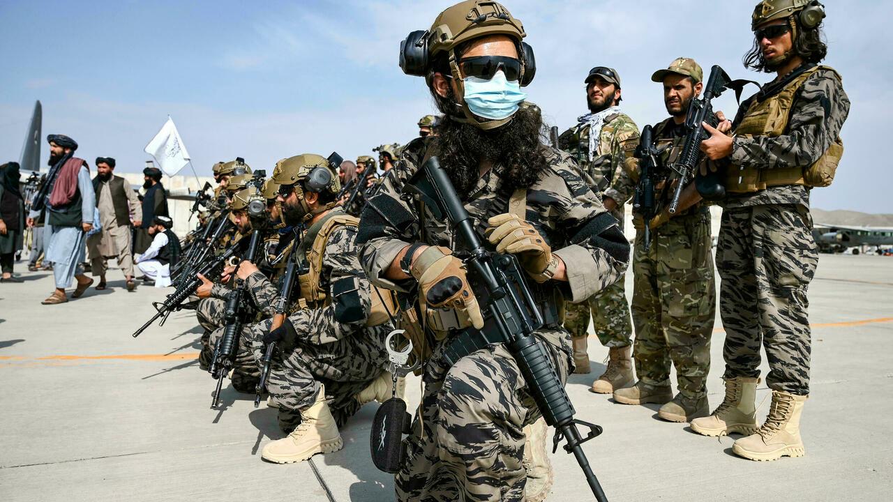 Đơn vị quân sự của Taliban tiếp quản sân bay Kabul sau khi lực lượng cuối cùng của Mỹ rời Afghanistan hôm 31/8. Ảnh: AFP.