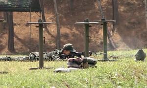 Xạ thủ leo tường, vượt chướng ngại vật tại Army Games