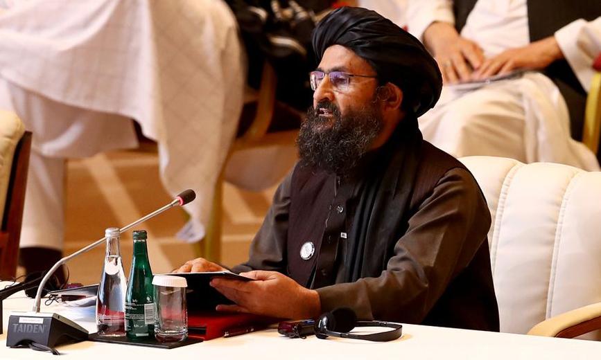 Phó thủ lĩnh Taliban Mullah Abdul Ghani Baradar phát biểu trong một cuộc thảo luận tại Doha, Qatar, hồi tháng 9/2020. Ảnh: Reuters.