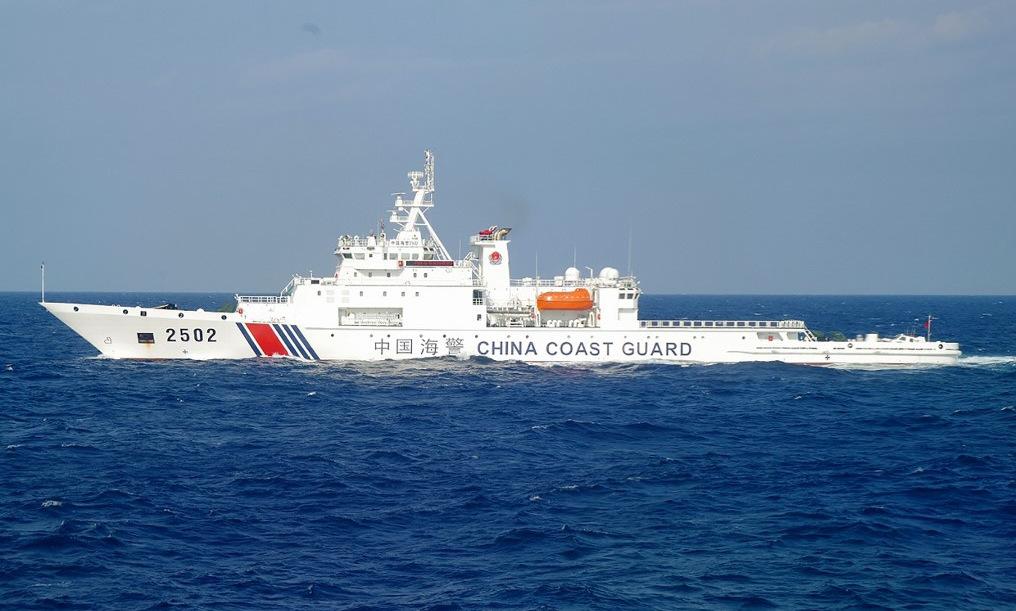 Tàu hải cảnh Trung Quốc hoạt động gần Điếu Ngư/Senkaku năm 2016. Ảnh: Reuters.