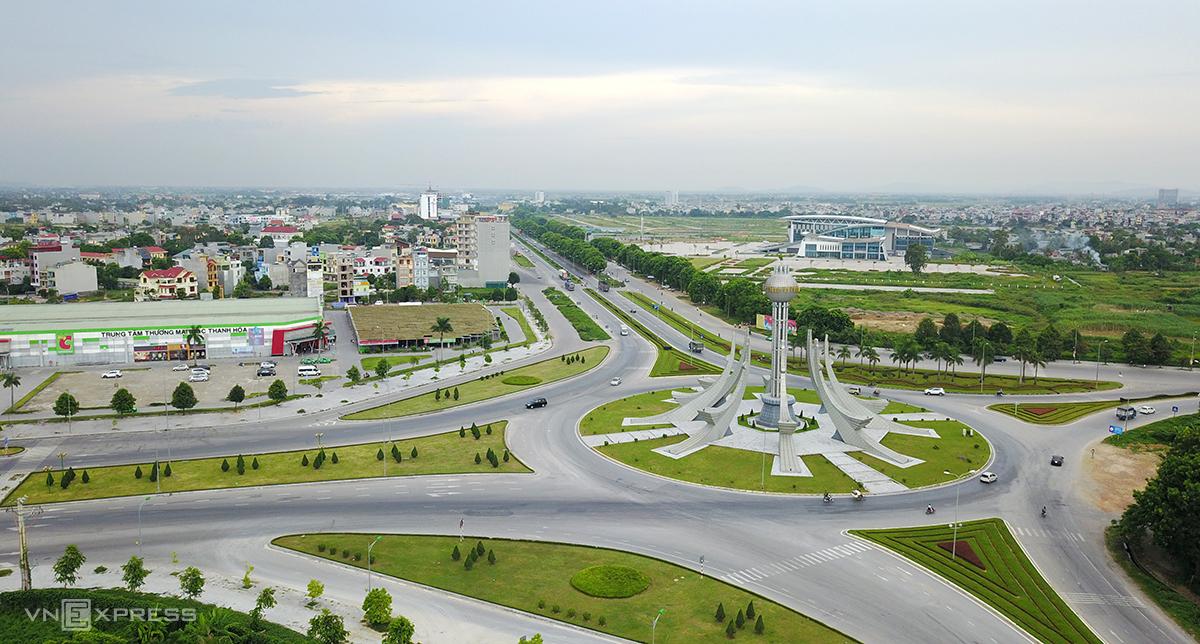 Thành phố Thanh Hoá đang áp dụng Chỉ thị 16 trong vòng một tuần nên đường phố rất vắng vẻ. Ảnh: Lê Hoàng.