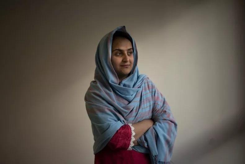 Behishta Arghand, MC của Tolo News, trong khu tị nạn dành cho người Afghanistan tại Doha, Qatar, ngày 29/8. Ảnh: AP