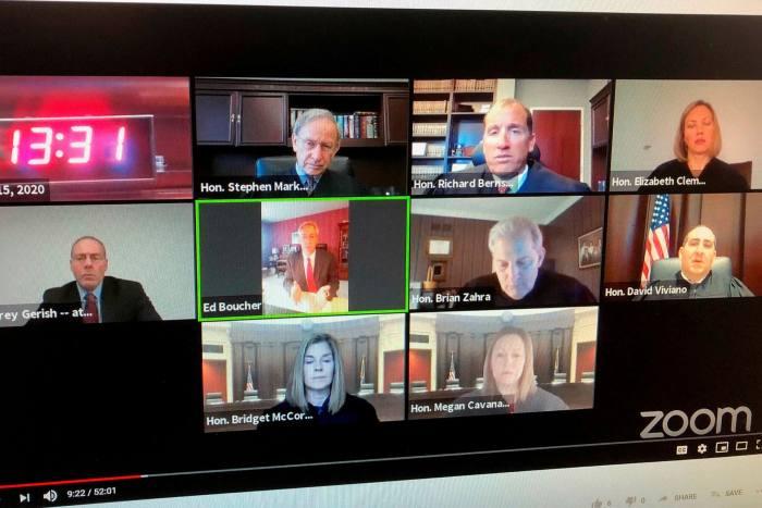 Tòa án tối cao Michigan xét xử một vụ án qua hội nghị truyền hình Zoom. Ảnh: AP
