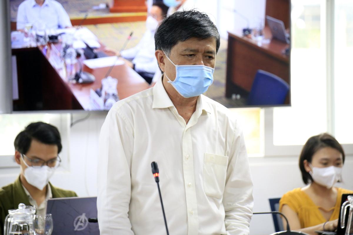 Ông Nguyễn Văn Hiếu, Giám đốc Sở Giáo dục và Đào tạo TP HCM nói về kế hoạch triển khai năm học tại buổi họp báo chiều 4/9. Ảnh: Trung Sơn