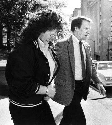 Stella Nickell  rời tòa án liên bang ngày 9/ 5/ 1988. Ảnh: georgepallas
