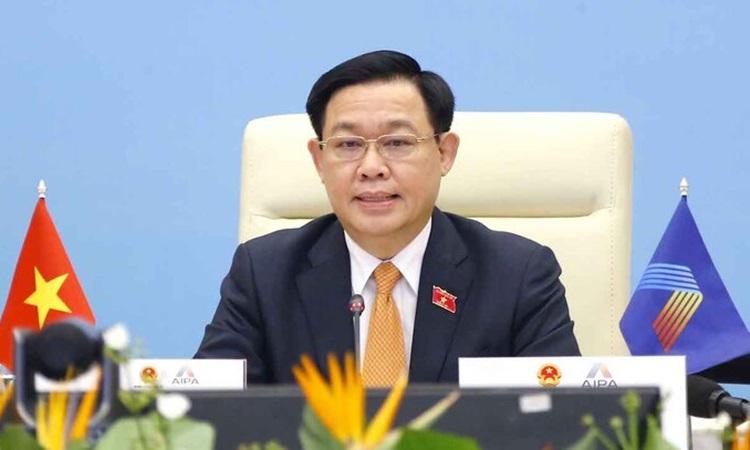 Chủ tịch Quốc hội Vương Đình Huệ, Trưởng đoàn đại biểu cấp cao Việt Nam phát biểu tại phiên họp toàn thể Đại hội đồng Liên nghị viện các nước ASEAN lần thứ 42 (AIPA-42), chiều 23/8. Ảnh: Hoàng Phong.