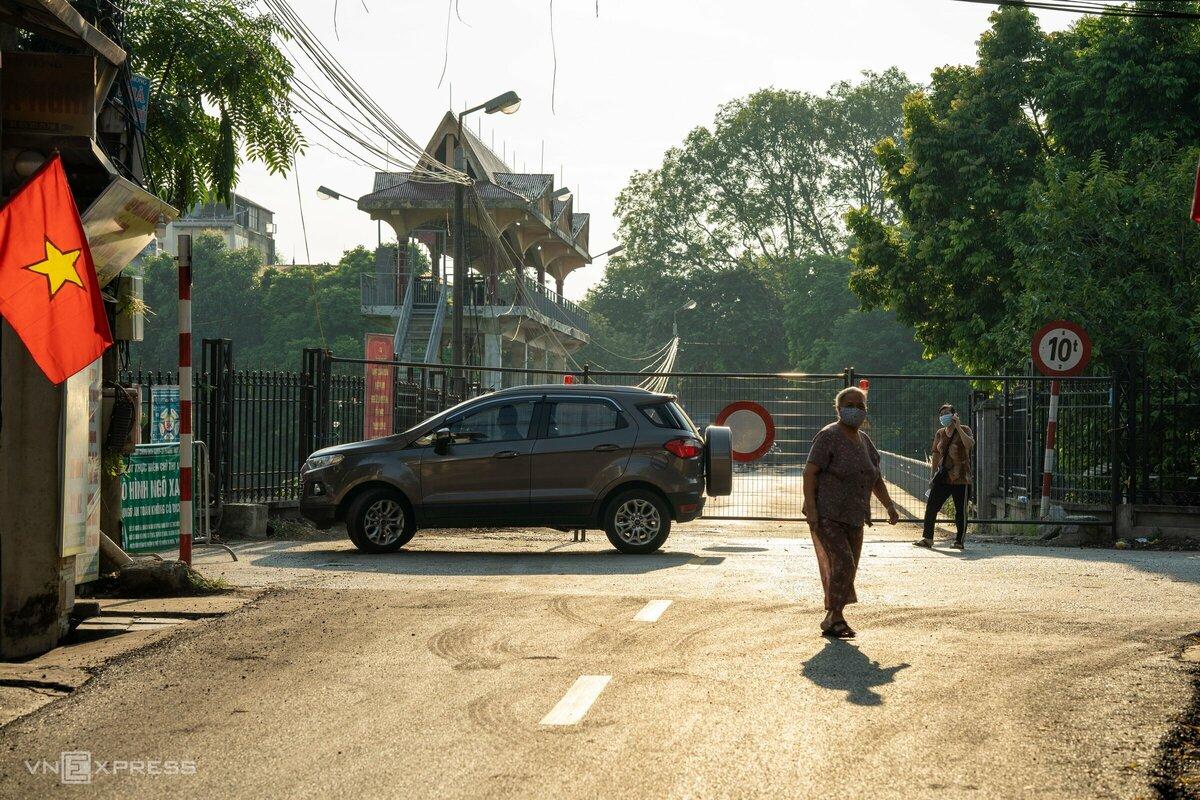 Cống Liên Mạc 2, phường Thụy Phương (quận Bắc Từ Liêm), nằm trên đường nối khu vực bắc và nam Thăng Long bị chốt cứng, ngày 4/9. Ảnh: Ngọc Thành