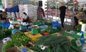 Siêu thị 'dã chiến' đi chợ giúp dân