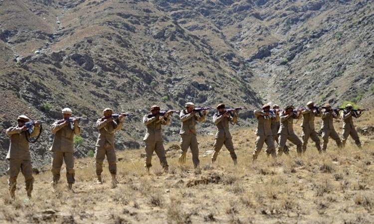 Phe kháng chiến tham gia một cuộc huấn luyện quân sự tại khu vực Malimah của huyện Dara, tỉnh Panjshir, Afghanistan, hôm 2/9. Ảnh: AFP.