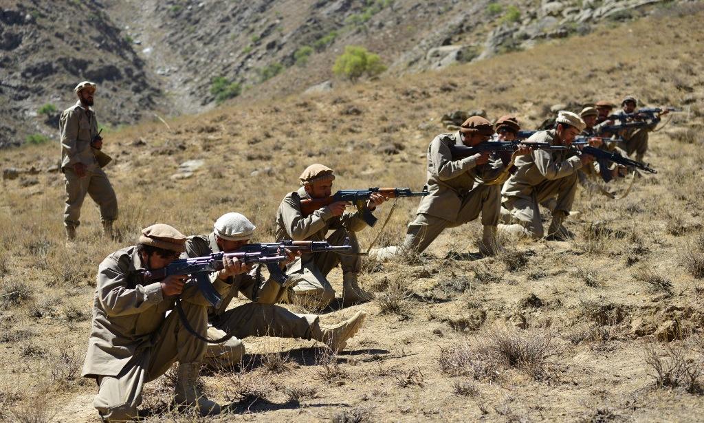 Các tay súng chống Taliban huấn luyện ở thung lũng Panjshir hôm 2/9. Ảnh: AFP.