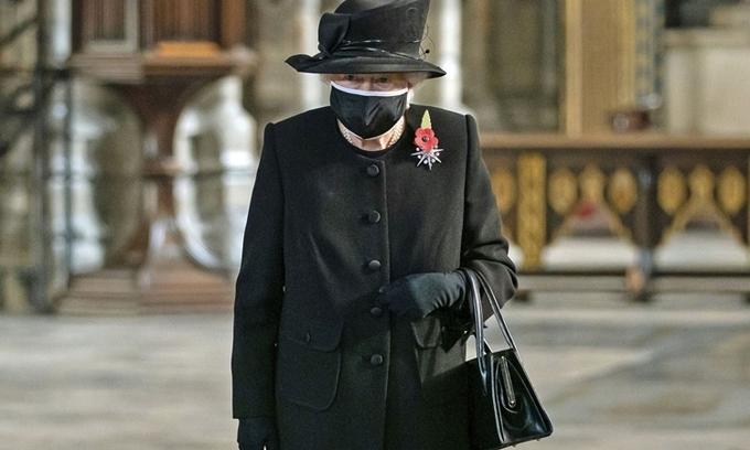 Nữ hoàng Anh Elizabeth II tại Tu viện Westminster, London, hôm 4/11/2020. Ảnh: AP.
