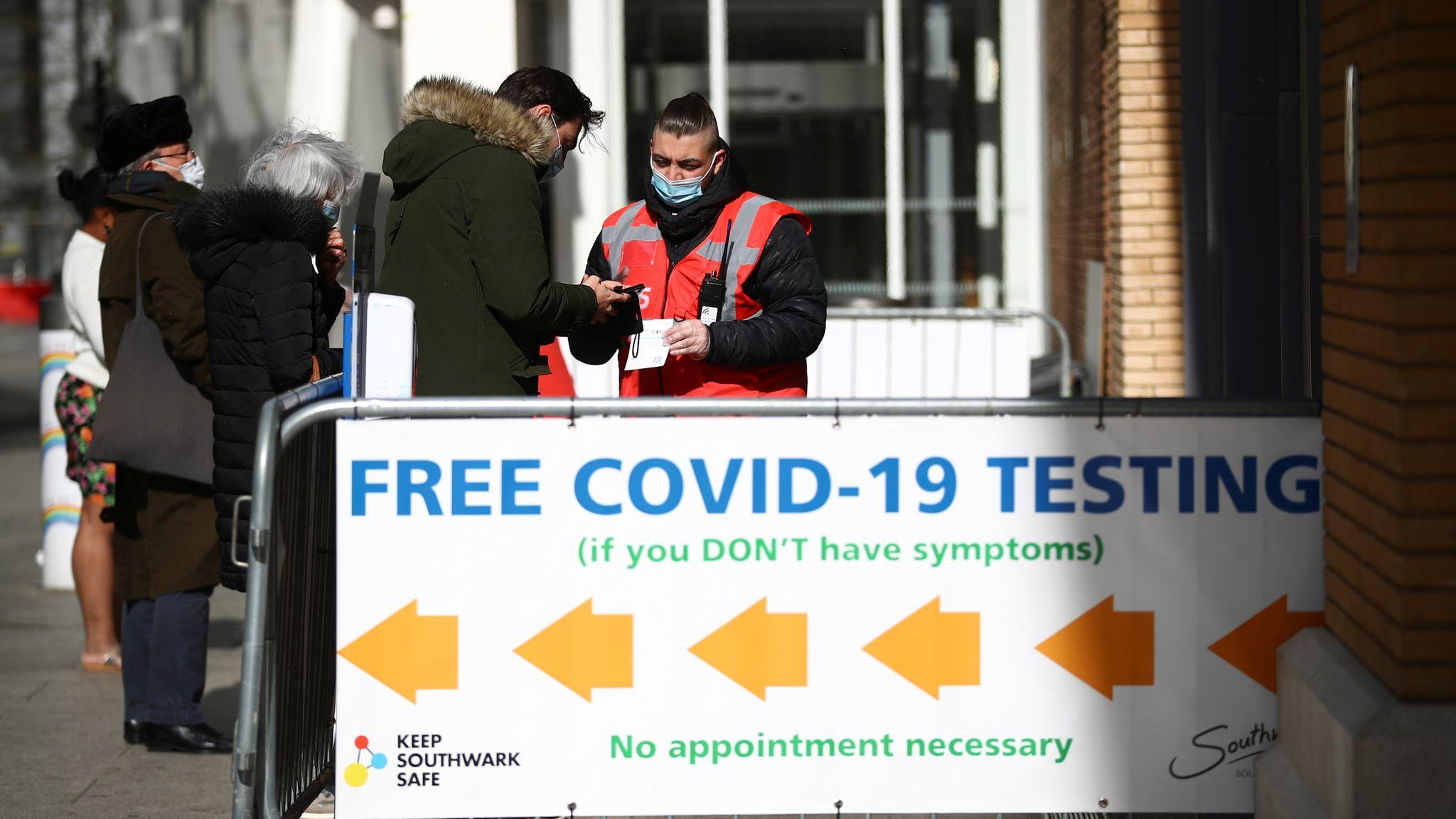 Điểm xét nghiệm Covid-19 miễn phí tại cầu London vào ngày 5/4. Ảnh: PA.