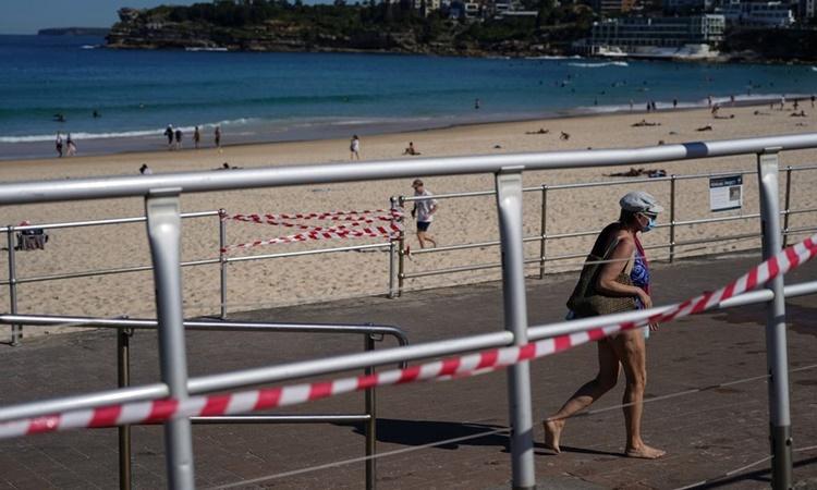 Bãi biển Bondi ở Sydney, Australia, ngày 1/9. Ảnh: Reuters.