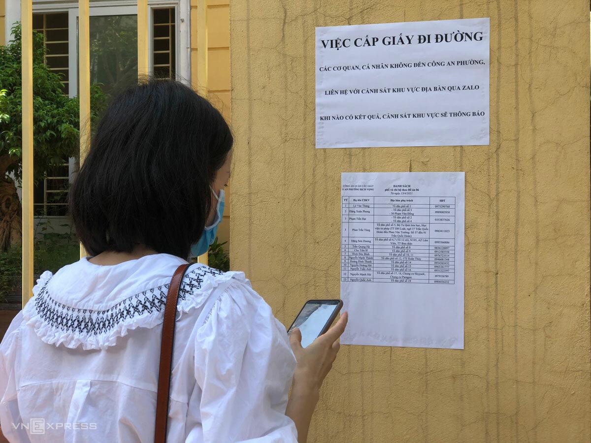 'Quay cuồng' xin cấp giấy đi đường mẫu mới ở Hà Nội