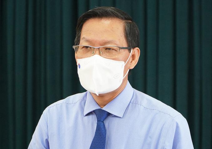 Chủ tịch UBND TP HCM Phan Văn Mãi trả lời báo chí trưa 24/8. Ảnh: Gia Minh