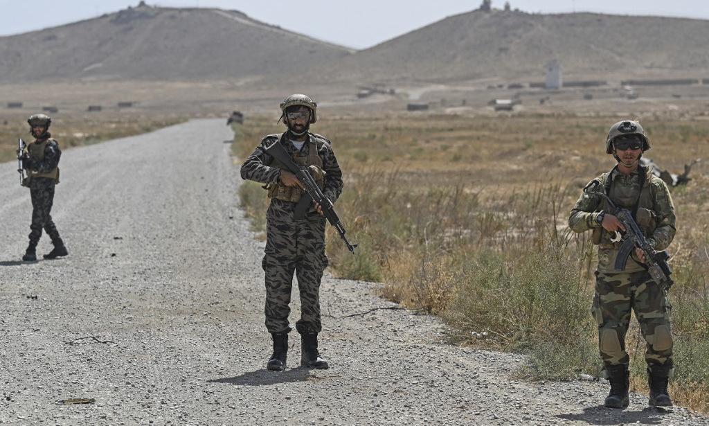 Lực lượng Taliban tuần tra phía đông bắc Kabul hôm 6/9. Ảnh: AFP.