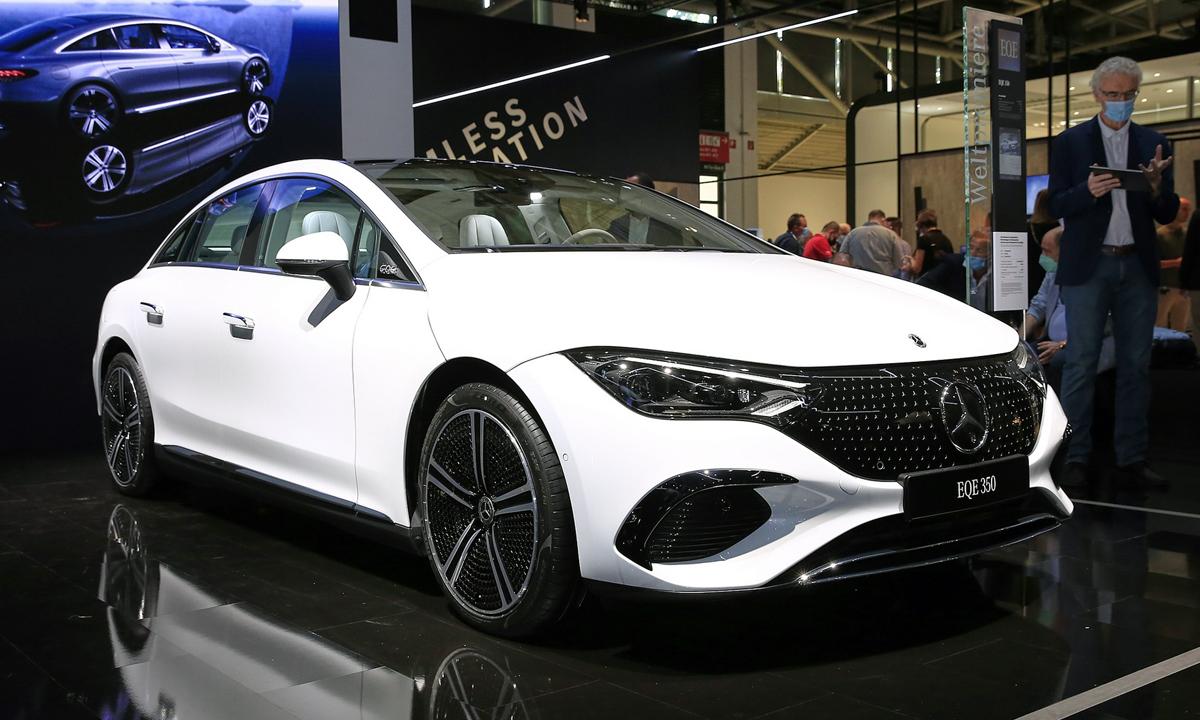 EQE 350 giới thiệu tại Triển lãm ôtô Minich (Đức) 2021. Ảnh: Carscoops