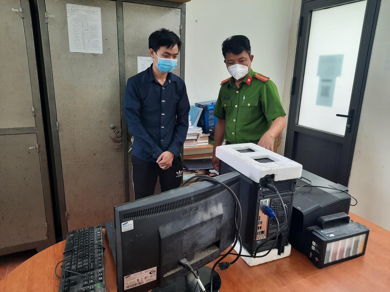 CNguyễn Văn Công cùng phương tiện làm phiếu xét nghiệm giả. Ảnh: Công an Hải Dương.