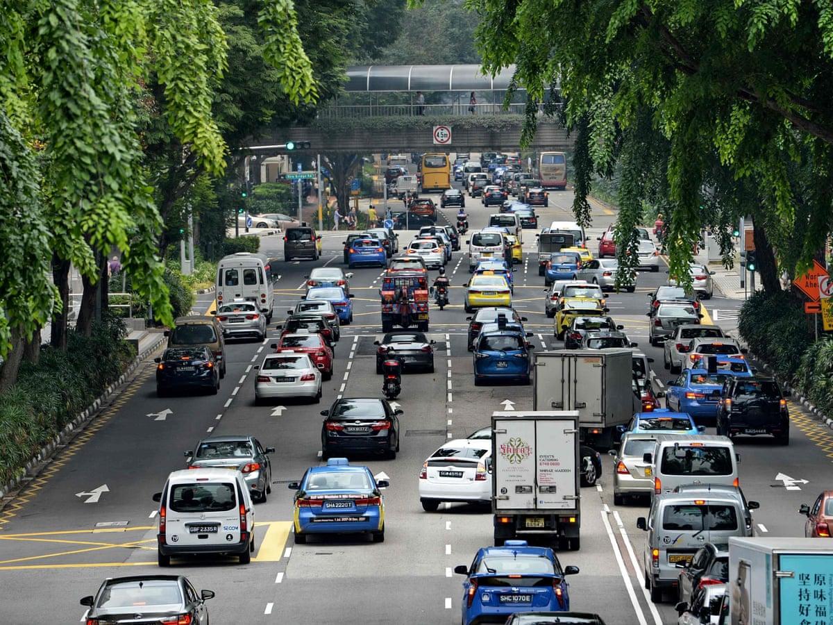 Ôtô trên đường phố Singapore. Ảnh: