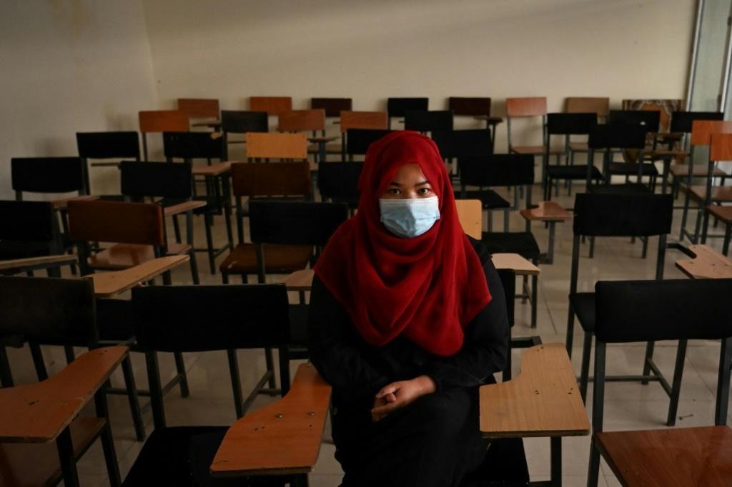 Sinh viên trong một lớp học của một đại học tư ở thủ đô Kabul, Afghanistan ngày 6/9. Ảnh: AFP.