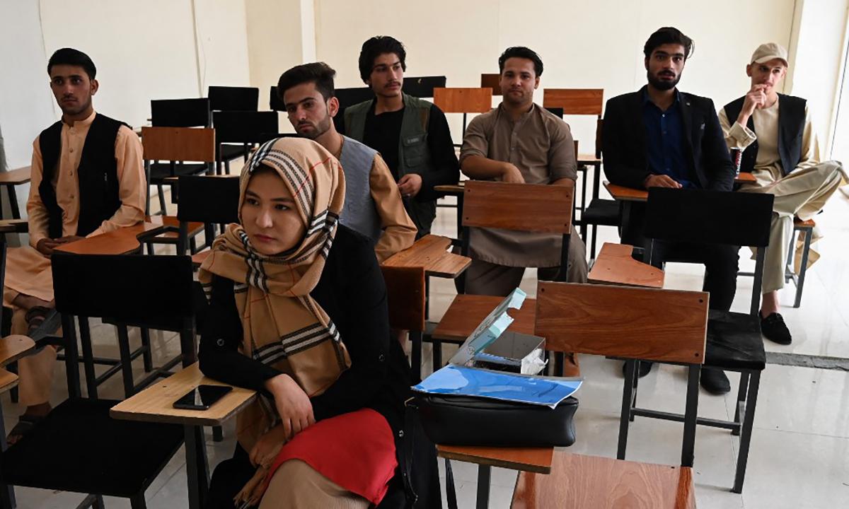 Sinh viên trong một lớp học của một trường đại học tư ở thủ đô Kabul, Afghanistan ngày 6/9. Ảnh: AFP.