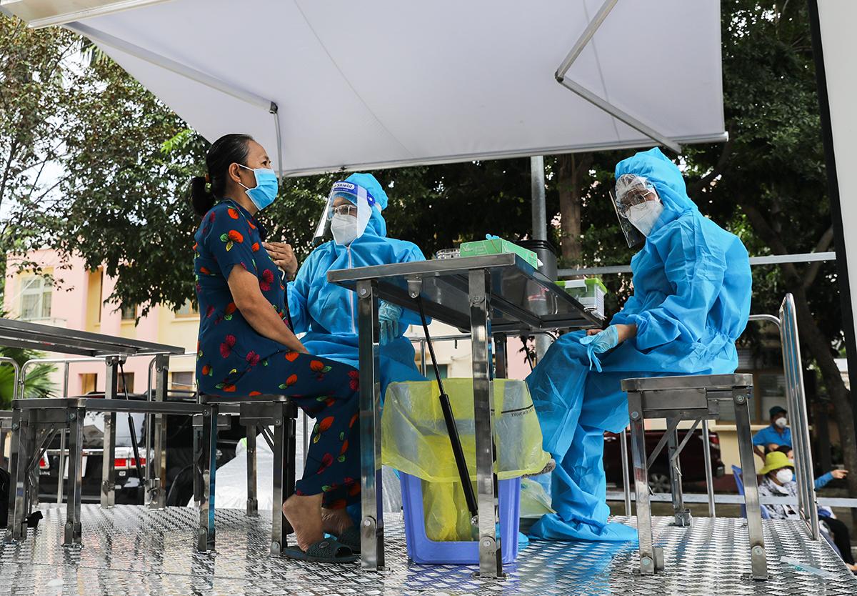 Tiêm vaccine lưu động ở quận Gò Vấp, ngày 14/8. Ảnh: Quỳnh Trần