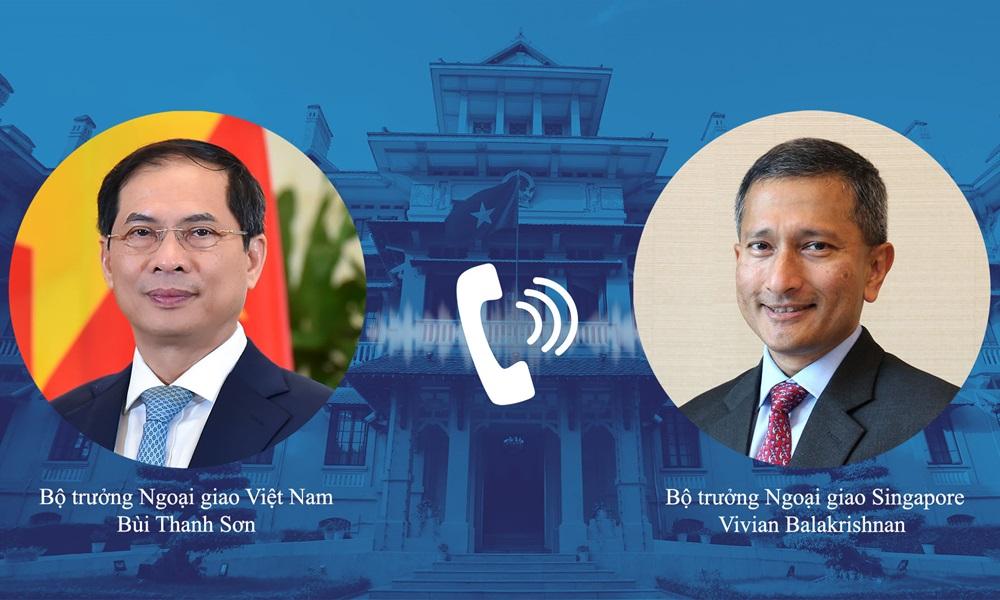 Bộ trưởng Ngoại giao Bùi Thanh Sơn (trái) và Ngoại trưởng Singapore Vivian Balakrishnan. Ảnh: Báo Thế giới Việt Nam.