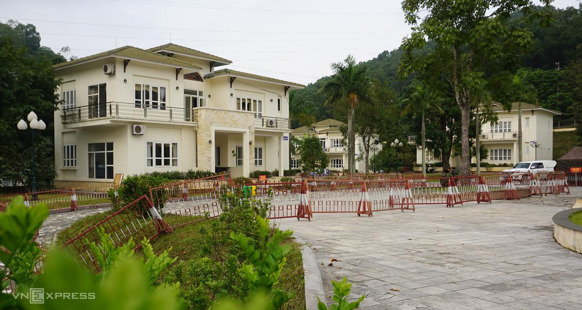 Trung tâm Hội nghị Hàm Rồng, nơi đặt trụ sở UBND thành phố Thanh Hoá trước đây sẽ được trung dụng cho Bệnh viện Đa khoa Hợp lực mượn tạm để lập viện dã chiến điều trị người mắc Covid-19. Ảnh: Lê Hoàng.
