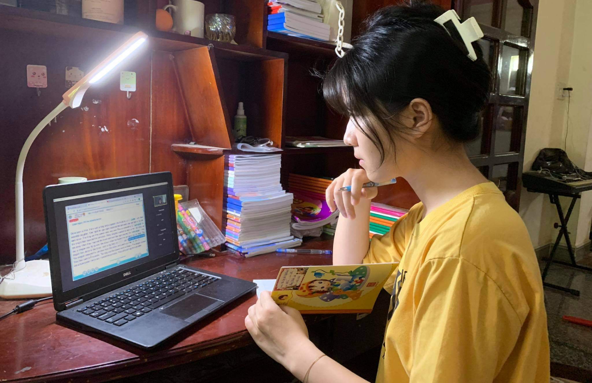 Học sinh trường THCS - THPT Đào Duy Anh chuyển sang học bằng phần mềm Zoom sau khi không thể vào hệ thống K12Online, ngày 6/9. Ảnh: Nhà trường cung cấp