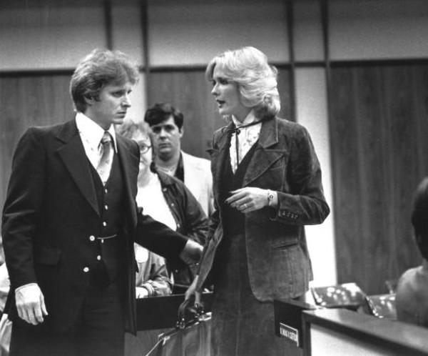 Laurie Bembenek cùng chồng trong phiên toà. Ảnh: Murderpedia