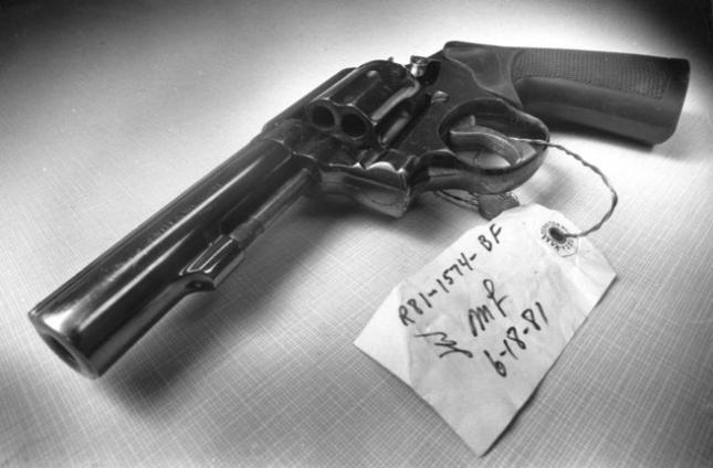 Khẩu súng sau này được xác định là vũ khí gây án. Ảnh: Murderpedia
