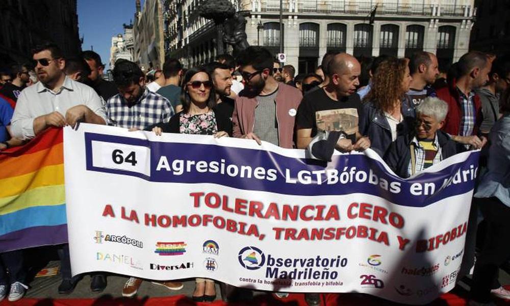 Một cuộc biểu tình phản đối những vụ tấn công nhằm vào người đồng tính ở Madrid, Tây Ban Nha. Ảnh: Elpais.