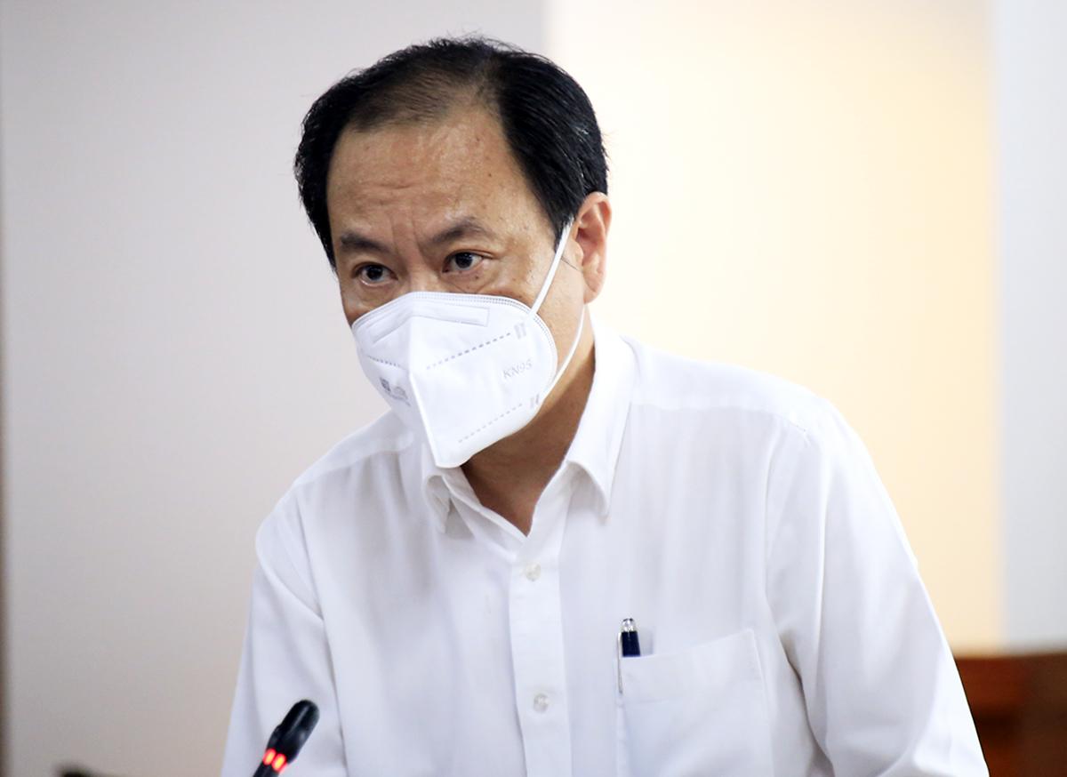 Phó giám đốc Sở Y tế Nguyễn Hoài Nam trả lời tại buổi họp báo chiều 7/9. Ảnh: Hữu Công