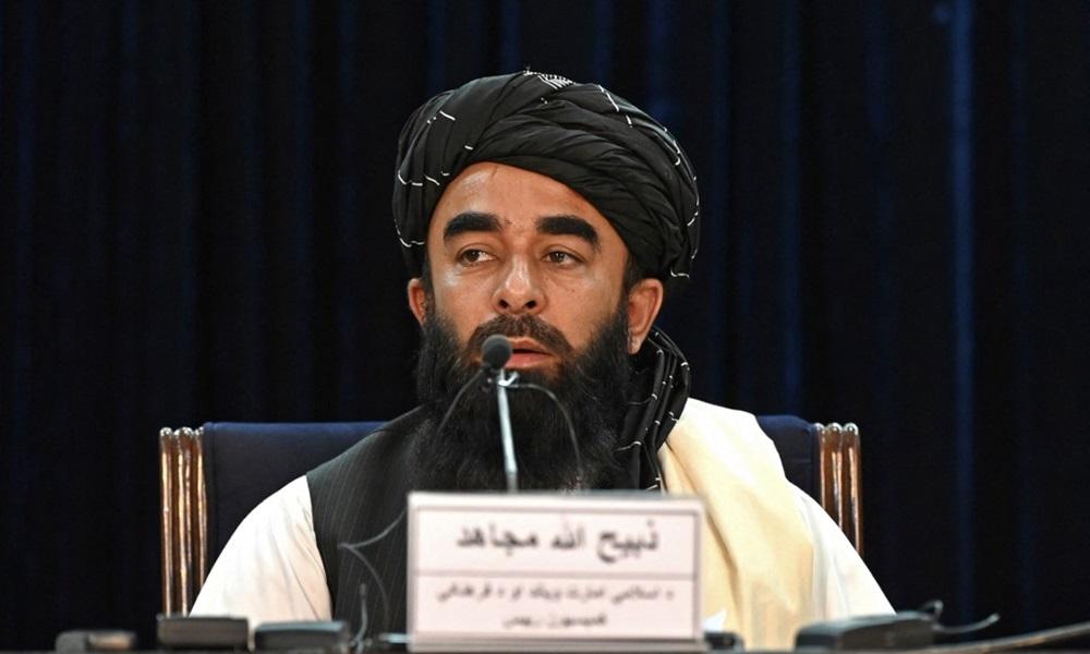 Phát ngôn viên Taliban Zabihullah Mujahid phát biểu trong cuộc họp báo tại thủ đô Kabul hôm 6/9. Ảnh: AFP.