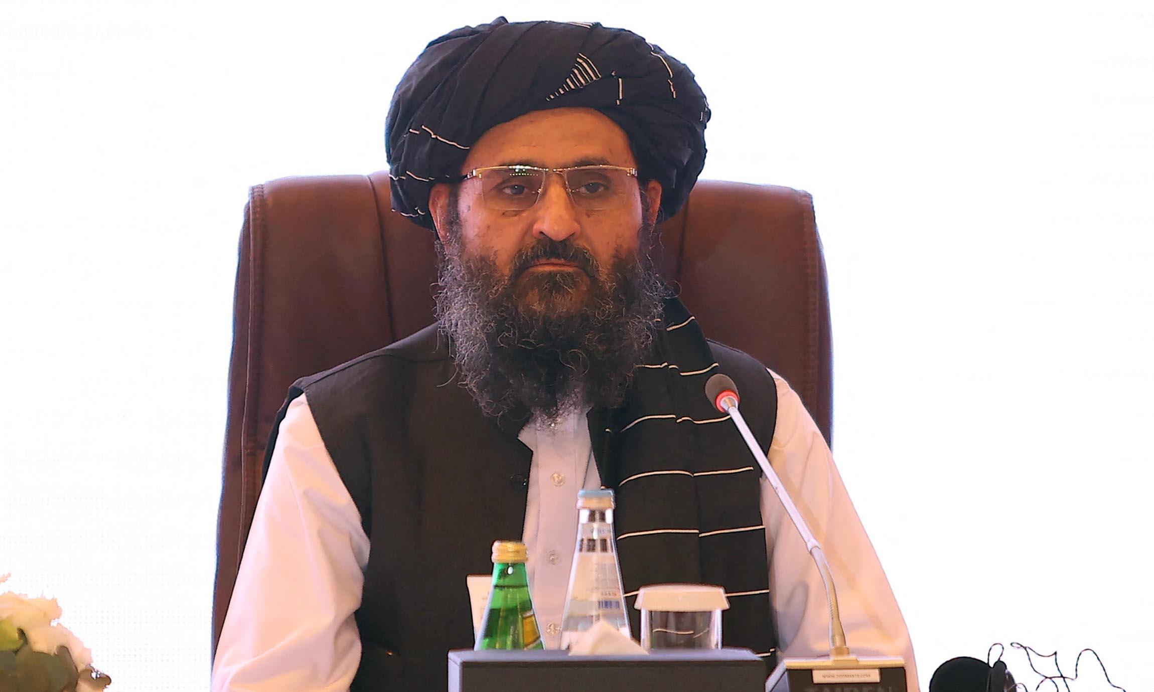 Mullah Baradar trong cuộc đàm phán giữa Taliban với chính phủ cũ của Afghanistan tại Doha, Qatar, hôm 18/7. Ảnh: AFP.