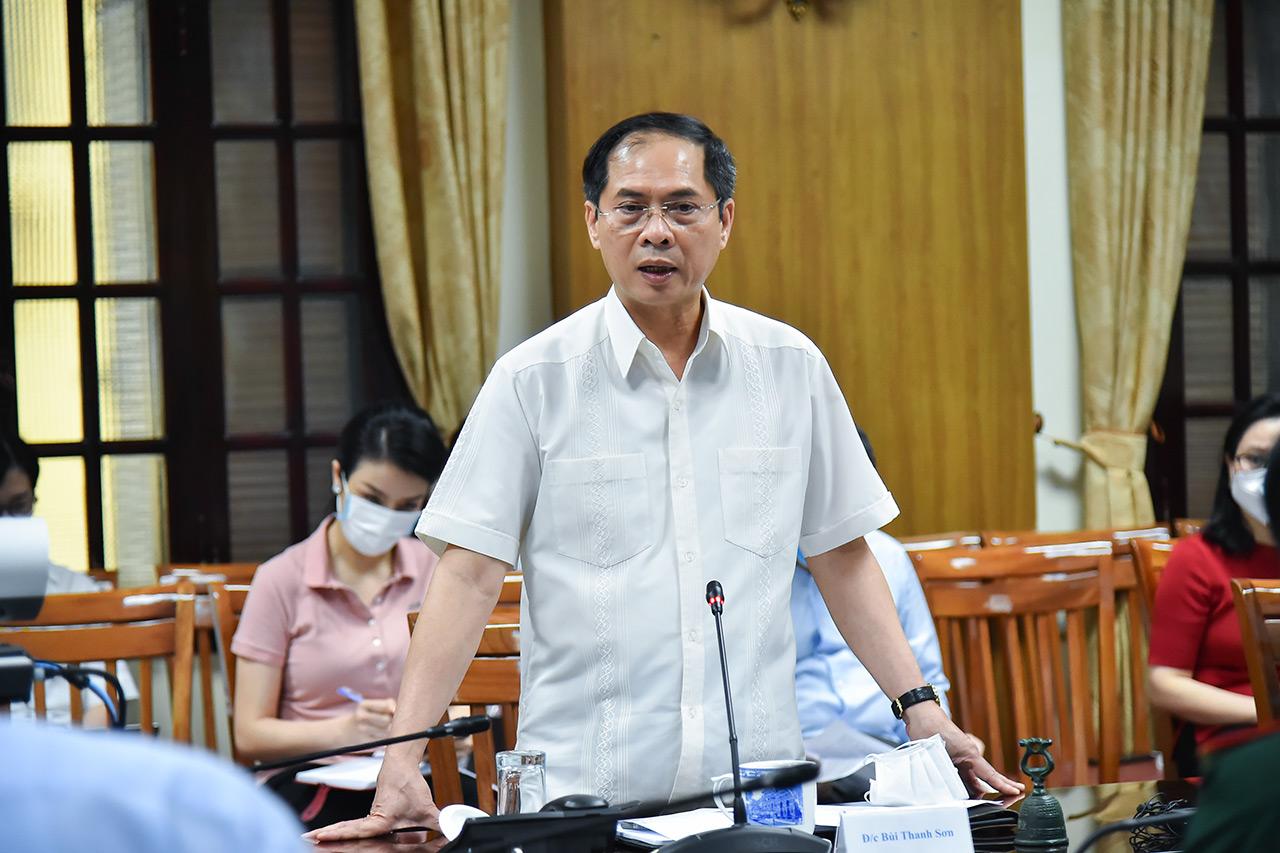 Bộ trưởng Ngoại giao Bùi Thanh Sơn trong cuộc họp Tổ công tác Ngoại giao vaccine ngày 08/9. Ảnh: Báo Thế giới và Việt Nam.