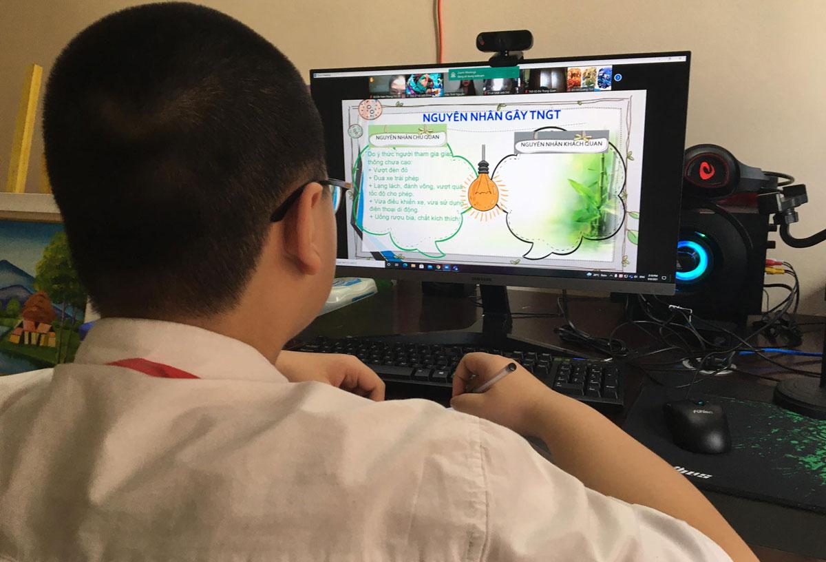 Học sinh THCS ở Hà Nội trong tiết học Giáo dục công dân ngày 8/9. Ảnh: H.K.