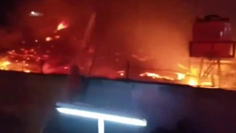 Đám cháy bùng lên tại nhà tù Tangerang, tỉnh Banten, Indonesia, hôm 8/9. Ảnh: KompasTV.
