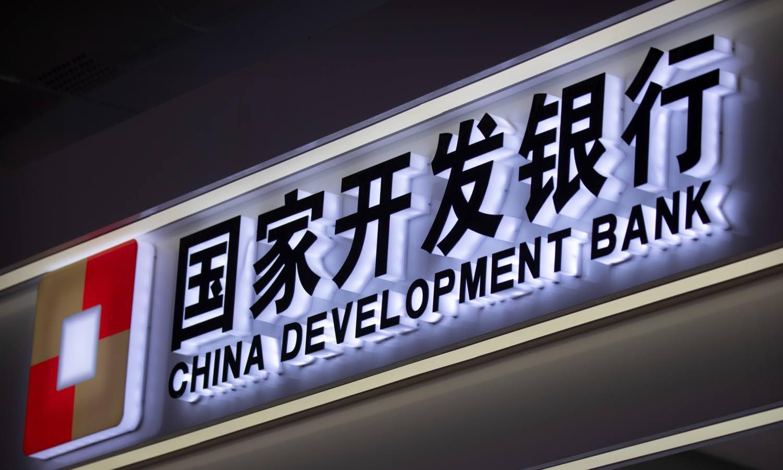 Logo Ngân hàng Phát triển Trung Quốc tại một hội chợ thương mại ở Bắc Kinh hồi tháng 9/2020. Ảnh: AP.