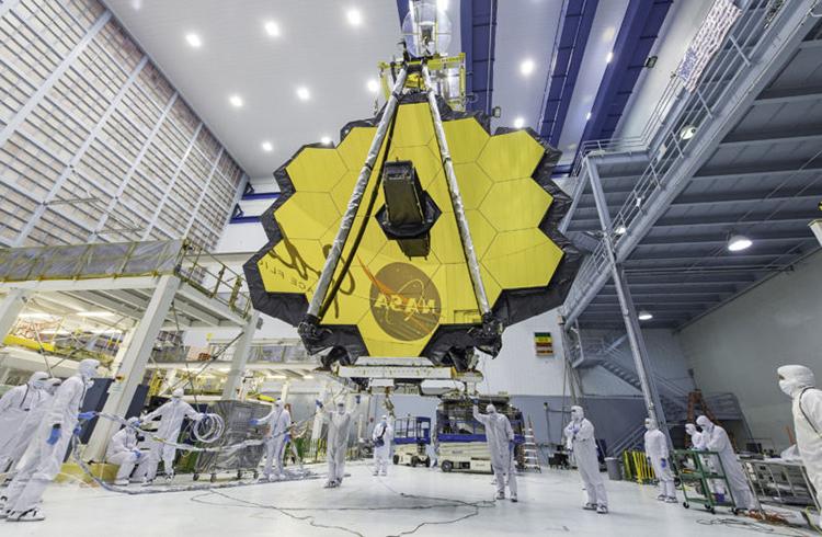 Gương chính của kính viễn vọng James Webb. Ảnh: NASA