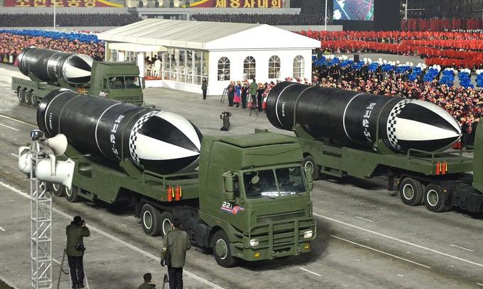 Tên lửa Pukguksong-5 trong cuộc duyệt binh tại Bình Nhưỡng đêm 14/1. Ảnh: KCNA.
