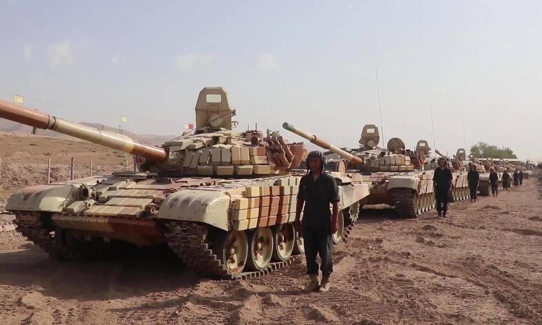 Xe tăng Nga diễn tập gần biên giới Tajikistan - Afghanistan ngày 20/7. Ảnh: Vbox7.