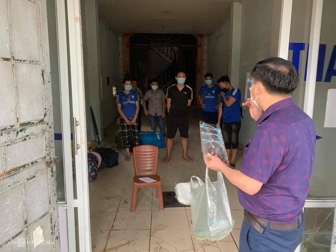 Xã Đông Phương Yên, huyện Chương Mỹ, Hà Nội hỗ trợ nơi ăn ở cho lao động. Ảnh: Gia Chính
