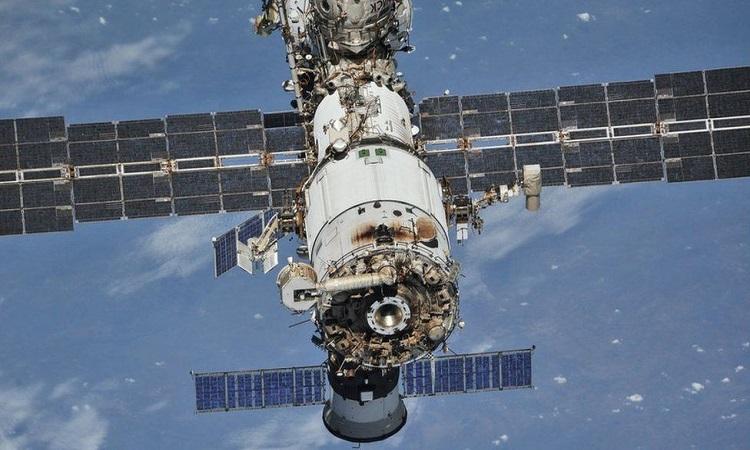 Trạm ISS trong ảnh chụp từ tàu vũ trụ Soyuz. Ảnh: Reuters